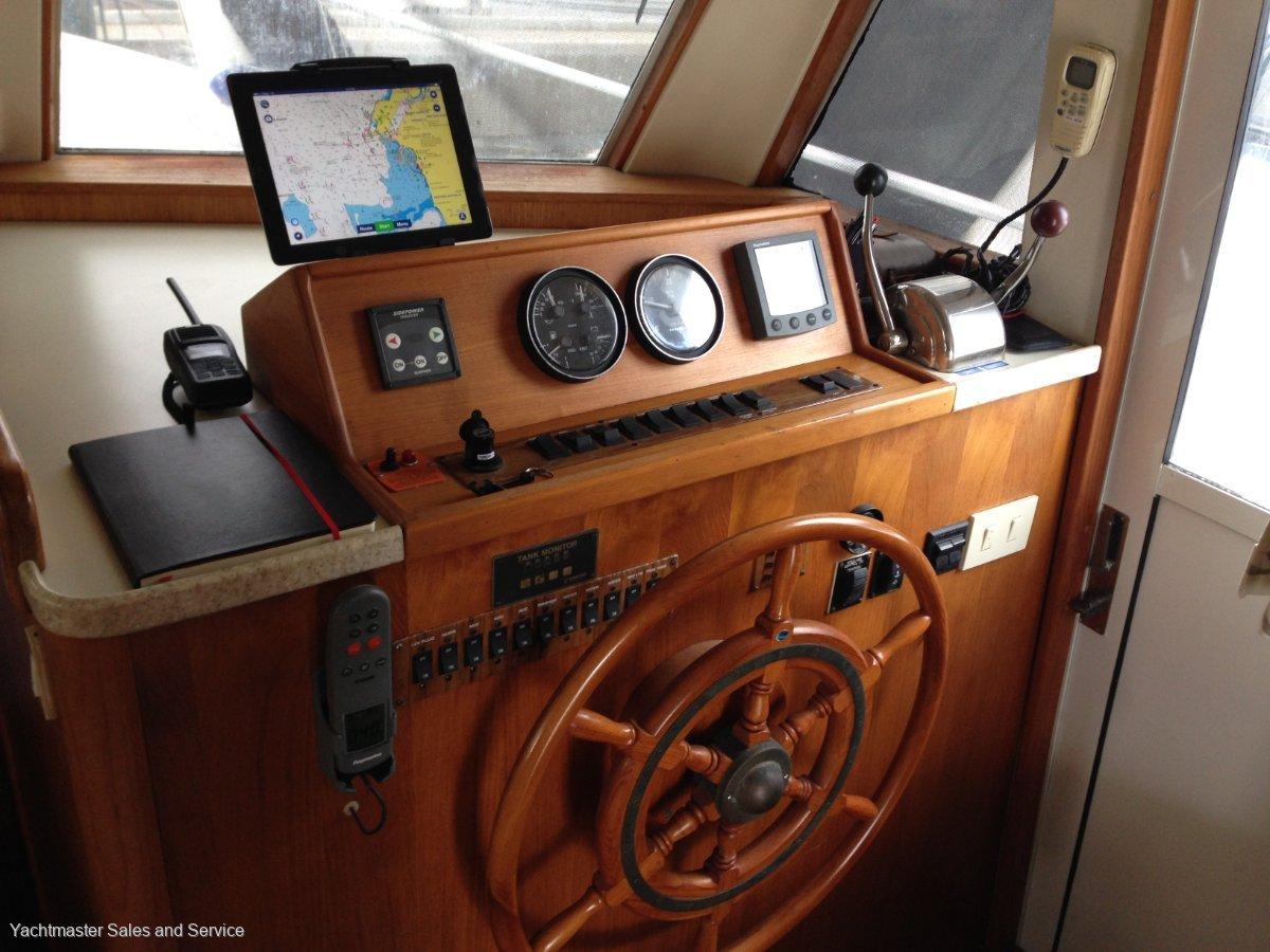 Mainship 390 Trawler Live Aboard Cruiser