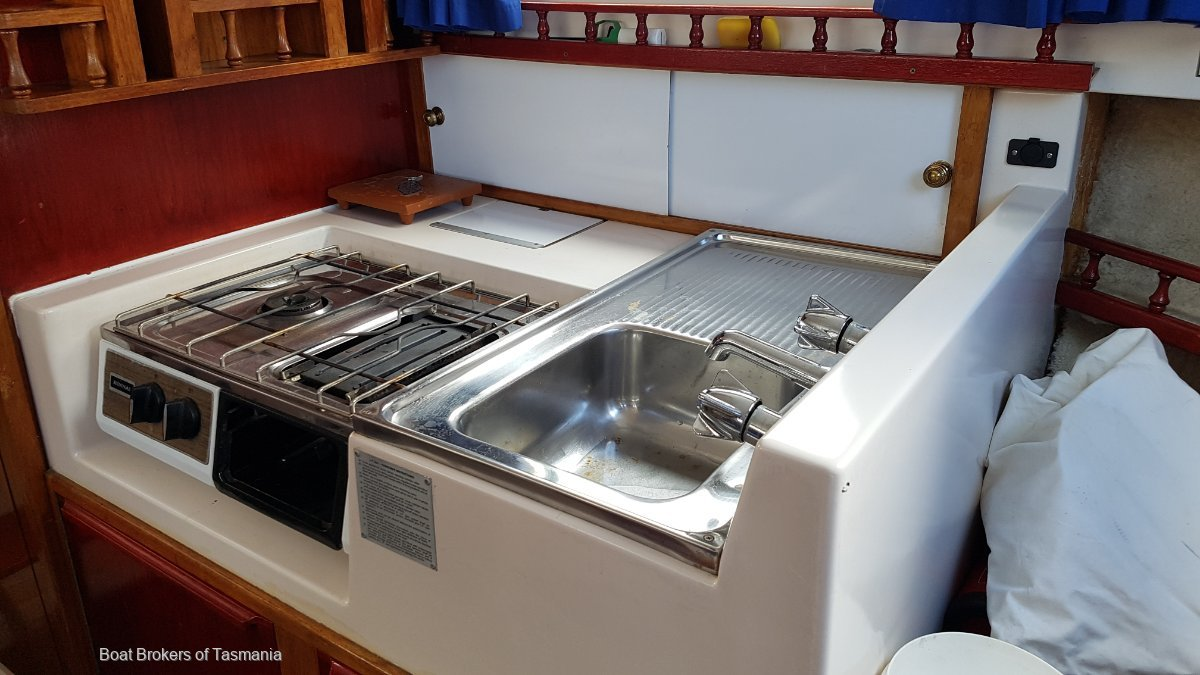 Regal Mariner 26 Pacer Flybridge Cruiser An excellent example of these 4 berth cruisers. Boat Brokers of Tasmania