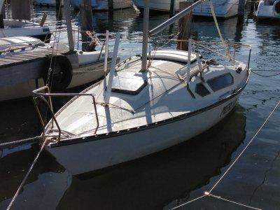 Halvorsen Sorcerer 21 Foot Yacht - $3,500