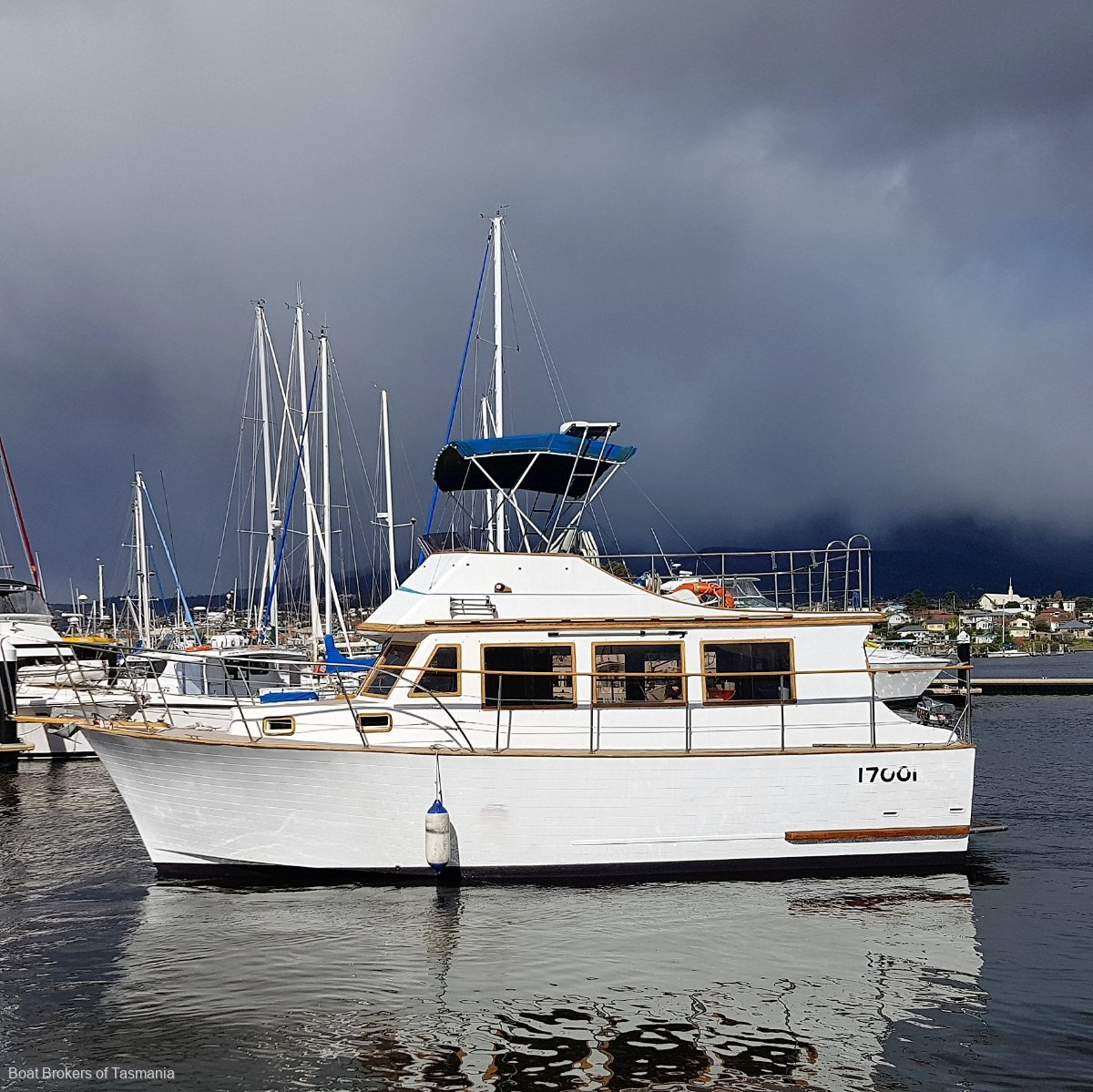 Annabelle Clipper 30 Flybridge Bowthruster, Ford 80hp diesel. A big 30 footer! Boat Brokers of Tasmania