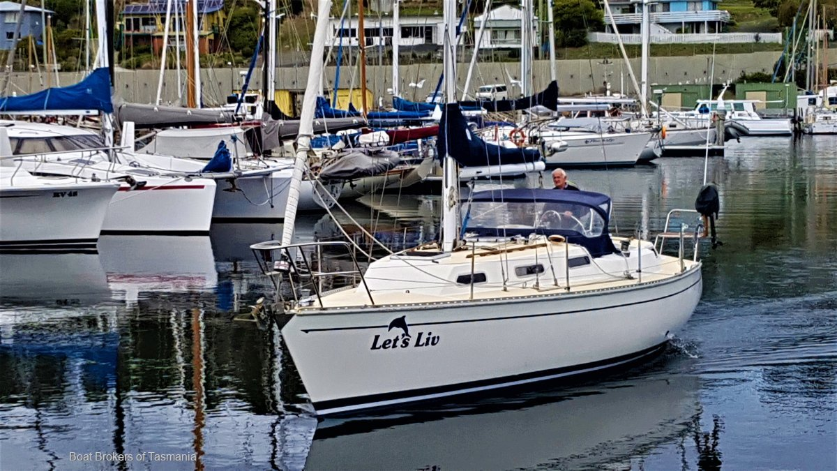Let's Liv Mottle 33 High sided version ready to go now. Boat Brokers of Tasmania