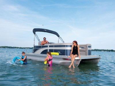 Bennington Pontoon Boat 20 SL