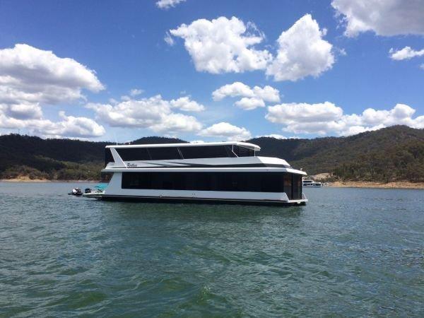 Houseboat Holiday Home on Lake Eildon, Vic.:Restless on Lake Eildon