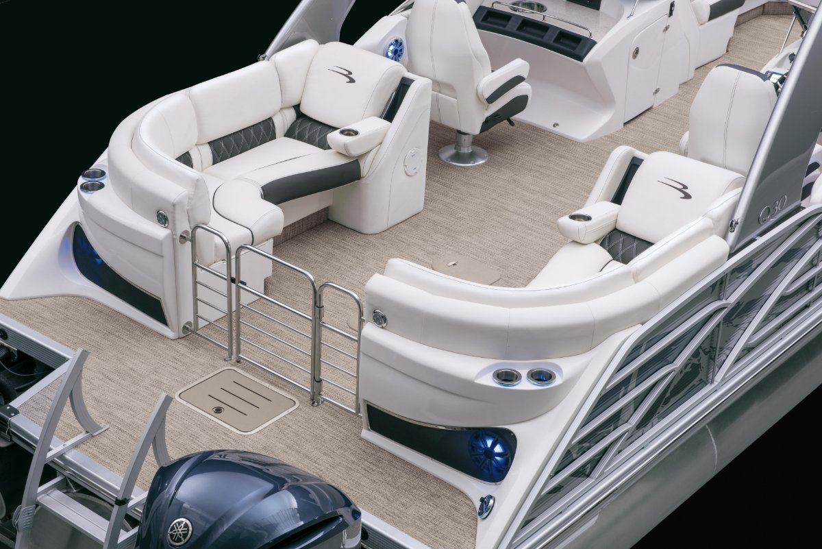 Bennington Pontoon Boat 30QSRFBWA X2