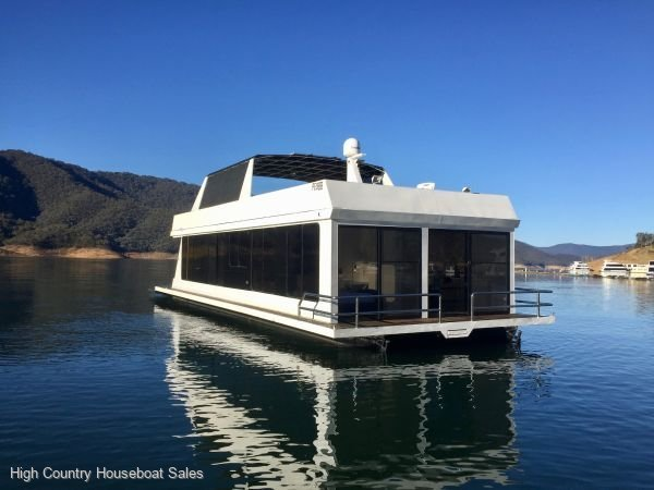 Houseboat Holiday Home on Lake Eildon, Vic.:Nunya on Lake Eildon