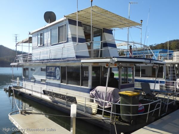 Houseboat Holiday Home on Lake Eildon, Vic.:Lion Heart on Lake Eildon