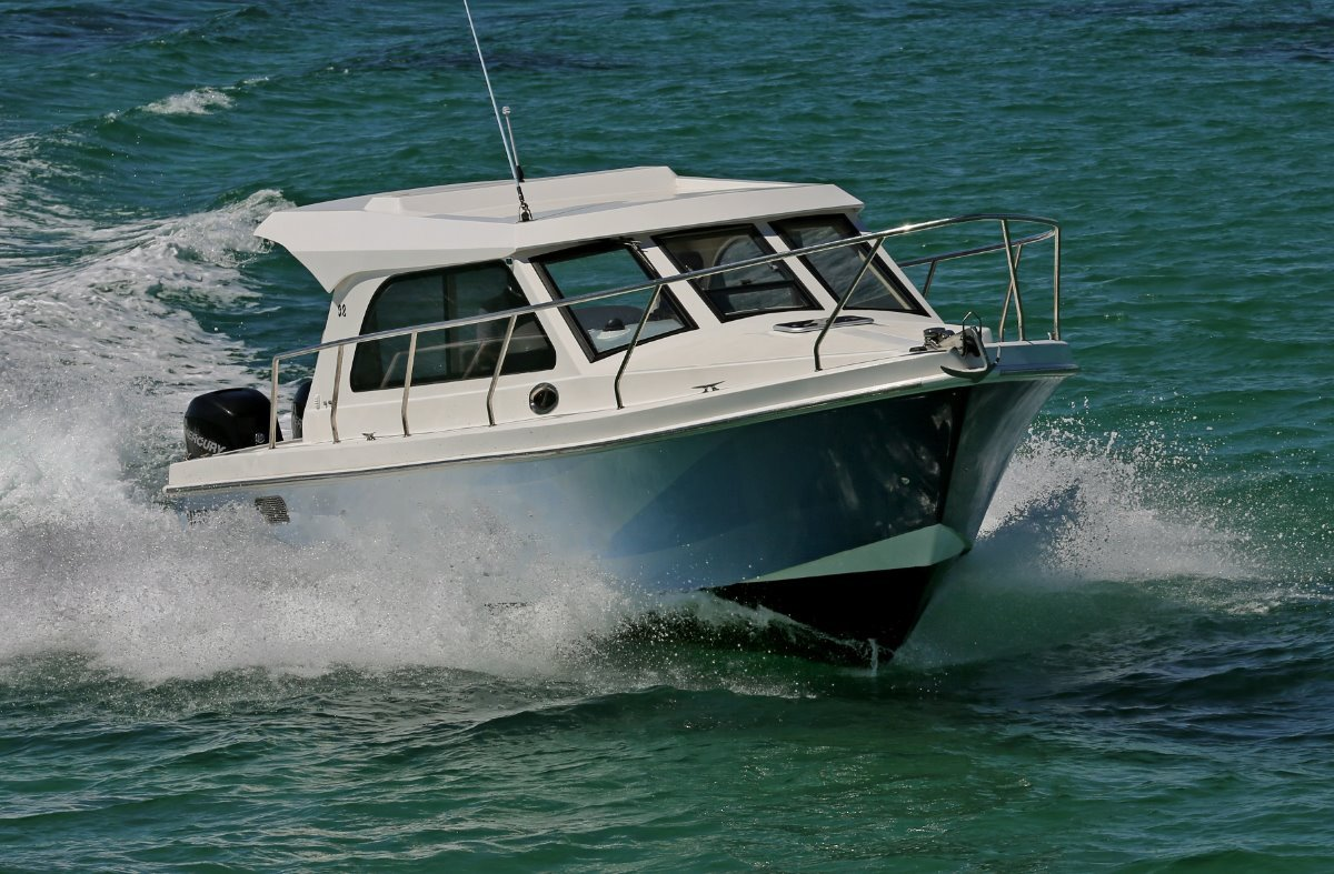 Matilda Bay 32 OB - TWIN OUTBOARDS DEMONSTRATOR FOR SALE:In action off Fremantle