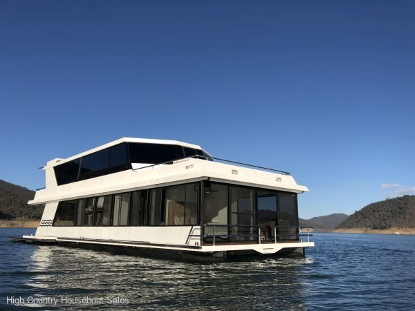 Houseboat Holiday Home on Lake Eildon, Vic.:Bliss @ Lake Eildon