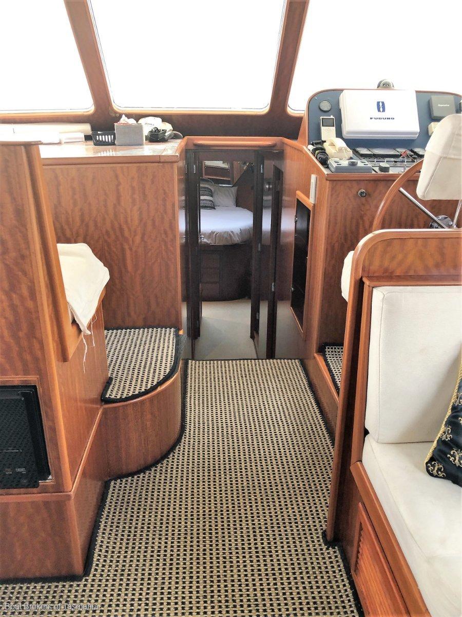 Alaska 45 Flybridge Low hours, fully optioned.