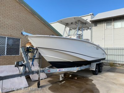 Boston Whaler 240 Outrage- Click for more info...