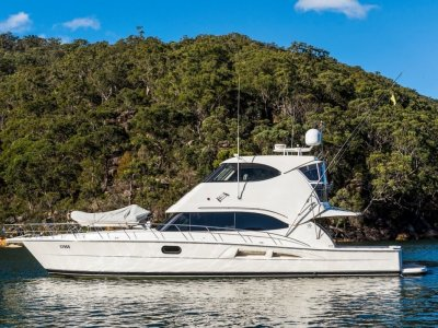 Riviera 56 Enclosed Flybridge
