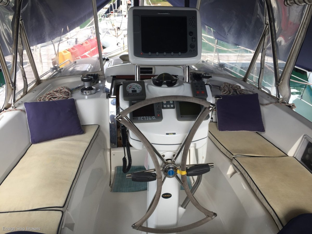 Hunter 45 Centre Cockpit