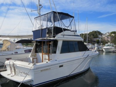 Riviera 32 Flybridge- Click for more info...
