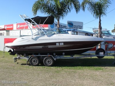 Sea Ray 200 Sundeck Bowrider