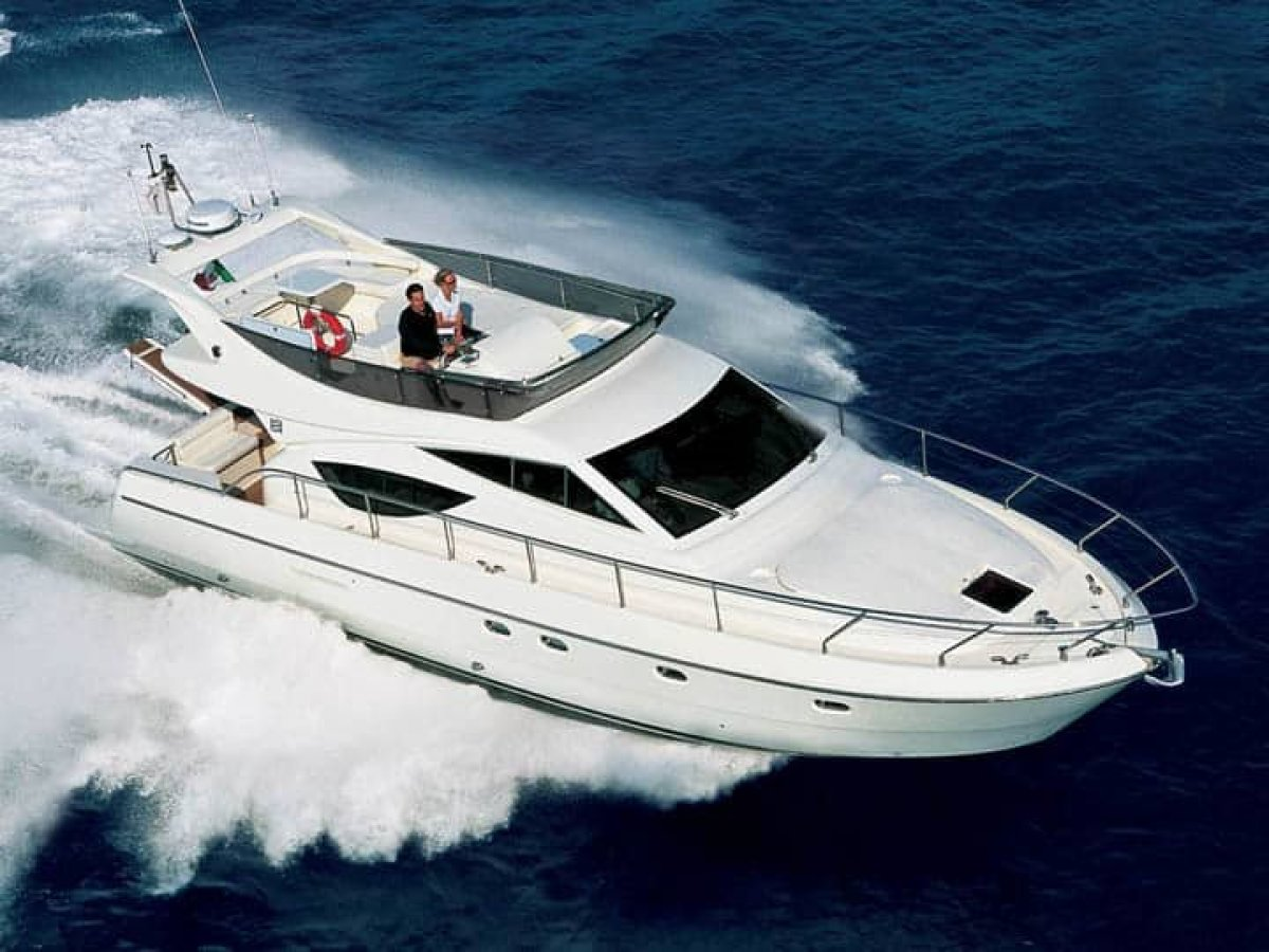 Ferretti 470 Flybridge Cruiser