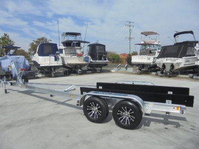 MAGIC TILT BOAT TRAILER SUITS 22Ft - 24Ft