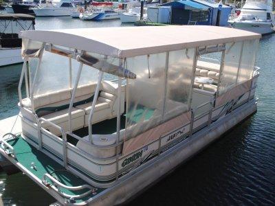 Manitou Oasis 24 Pontoon Boat
