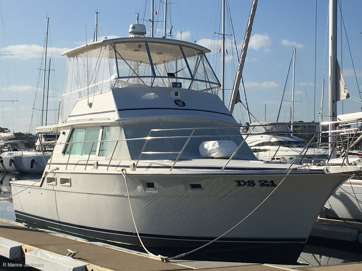 Bertram 42 Flybridge:Bertram 42 Flybridge Cruiser for sale- R Marine Jacksons