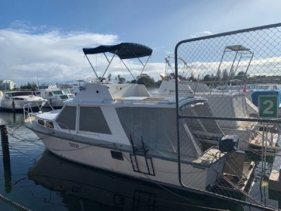 Fury 32 Flybridge Cruiser **Loved and ready for the new owner**