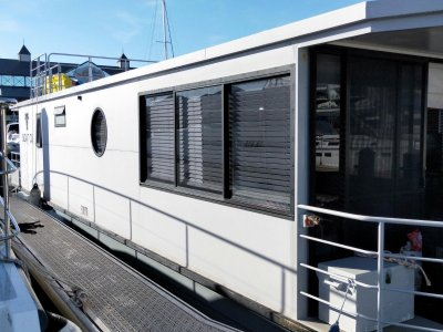 House boat - buy with confidence!