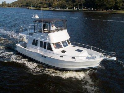 Mainship 390 Trawler Economical boating - 2cab and single screw