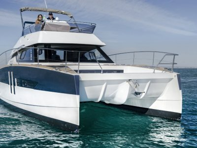 Aventura 10 Power Catamaran