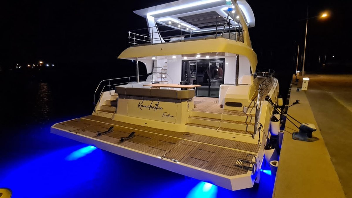 Aventura 14 Power Catamaran