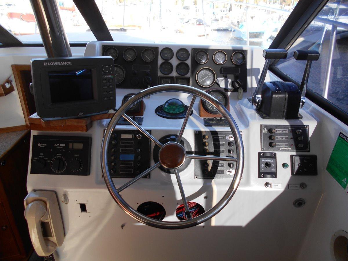 Markline 1100 FLYBRIDGE CRUISER BIG PRICE REDUCTION, WORK NEEDED