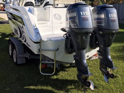 Haines Hunter 680 Patriot with Twin 115Hp Yamha Four Stroke Outboards