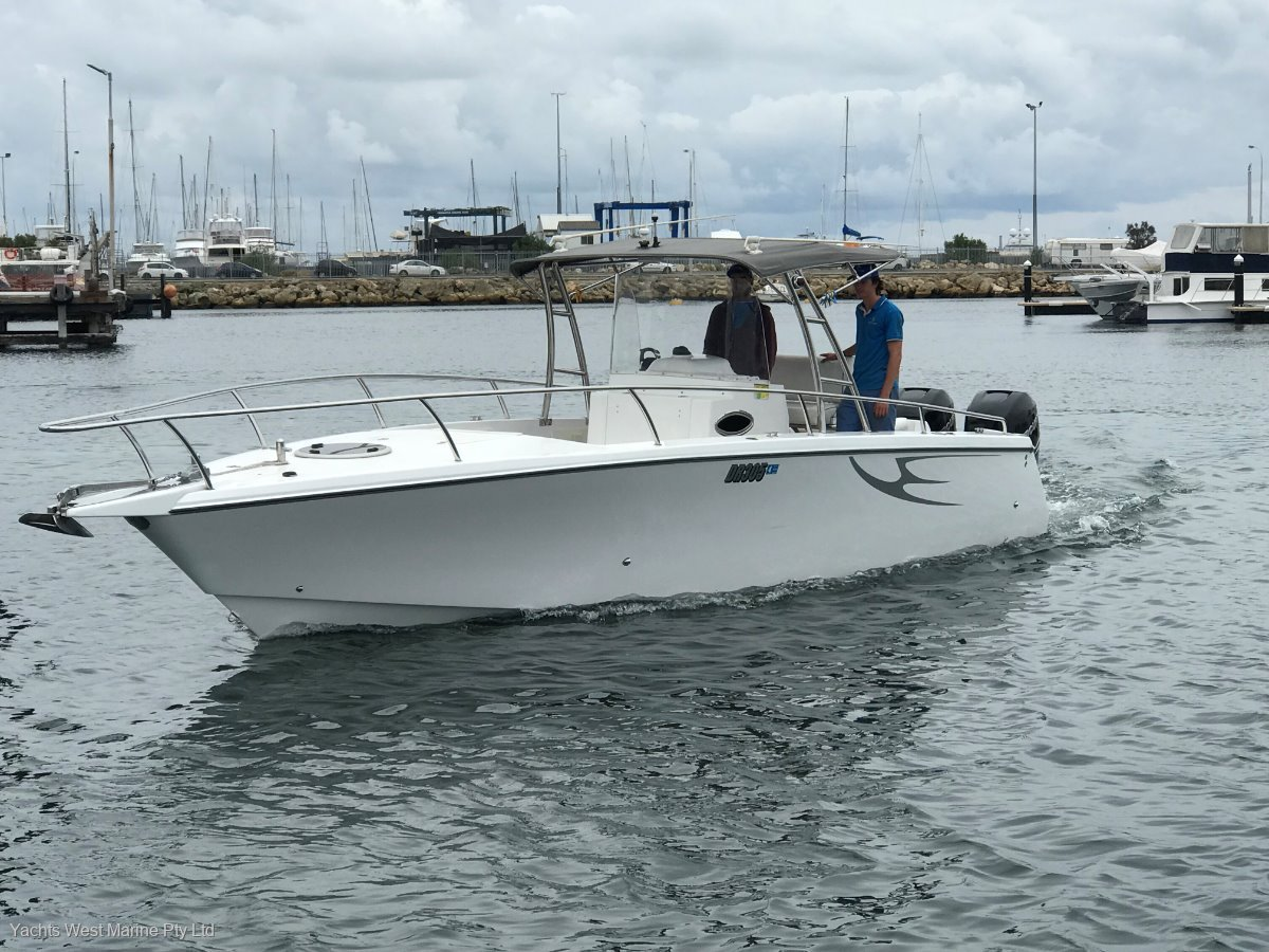 Comet Bay Thunder 31 Center Console:Comet Bay 31 by YACHTS WEST MARINE