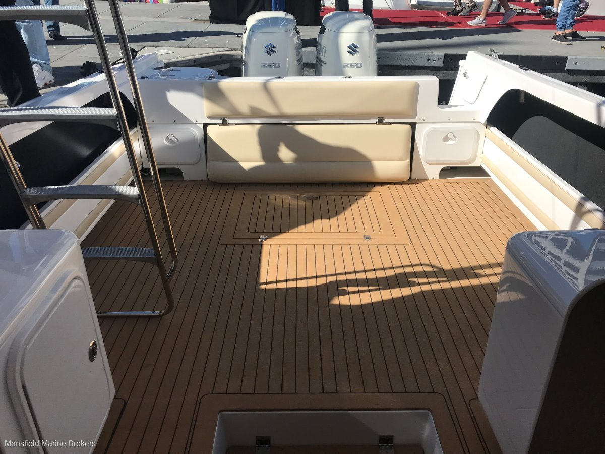 New Caribbean C2700 FB Outboard:Optional cork deck