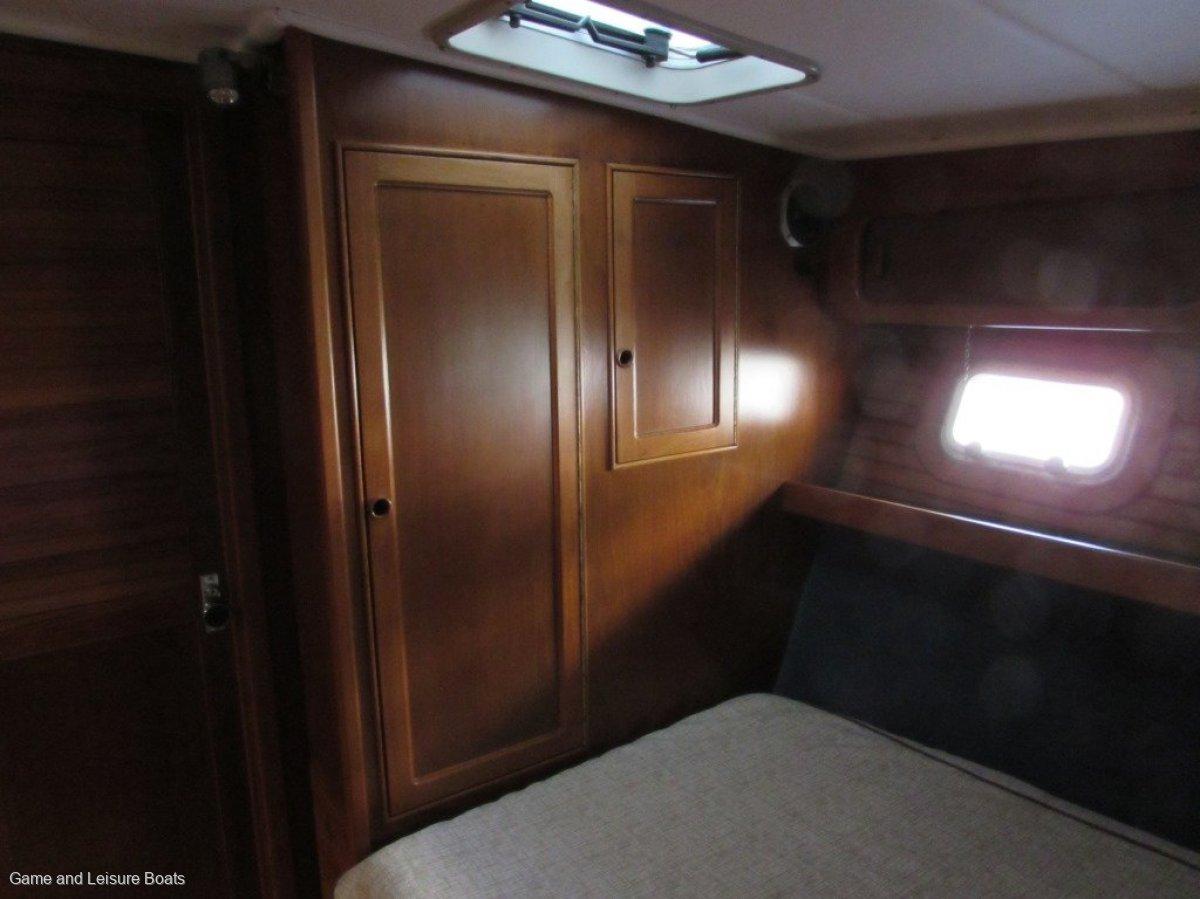 Riviera 52 Enclosed Flybridge -1989 MY
