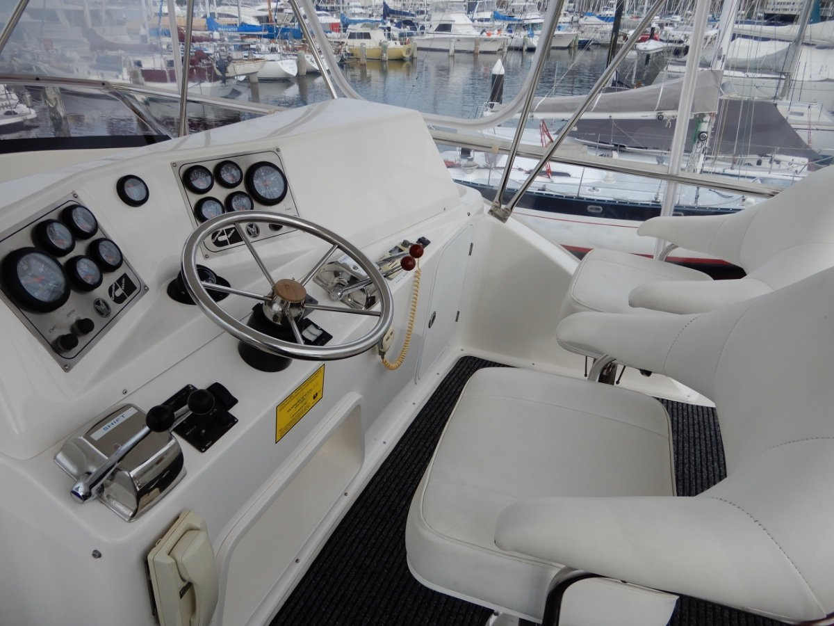 Caribbean 40 Flybridge Cruiser EXCELLENT CONDITION SERIOUS OFFSHORE GAME FISHING