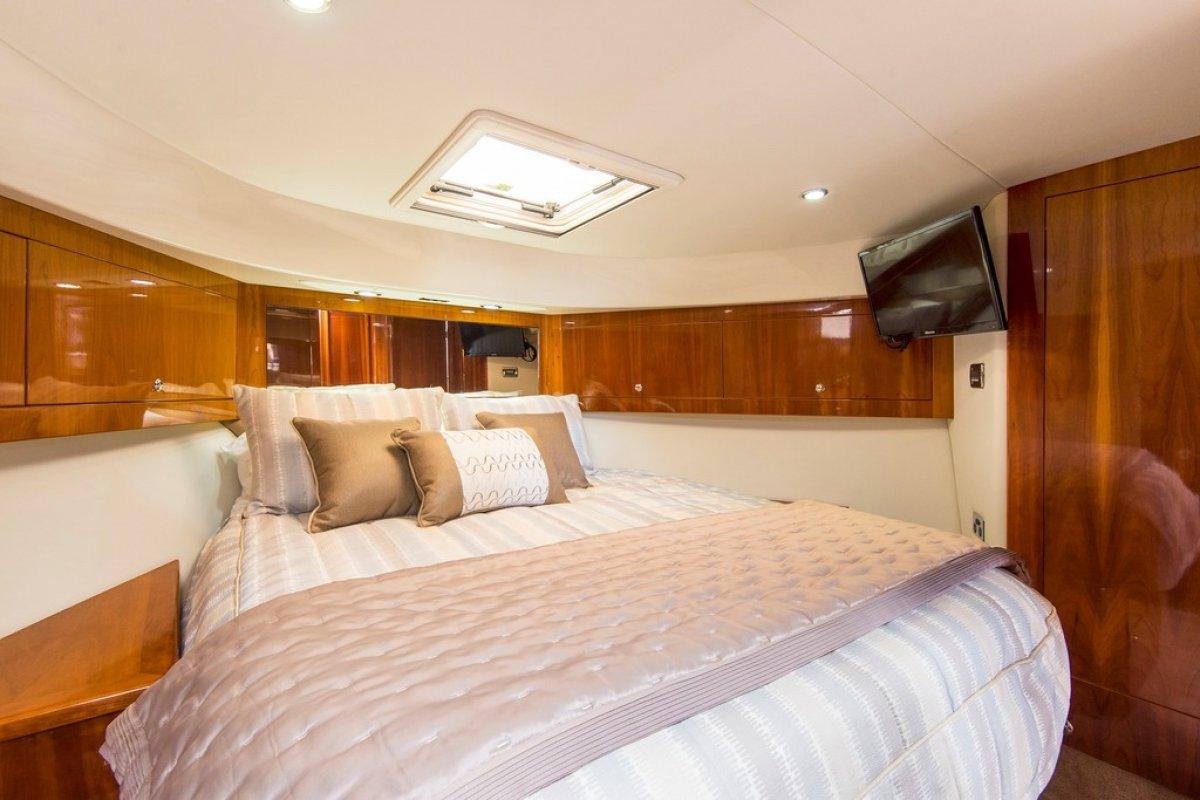 Riviera 5000 Sport Yacht