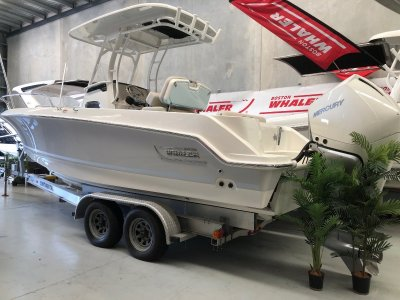 Boston Whaler 230 Outrage Centre Console