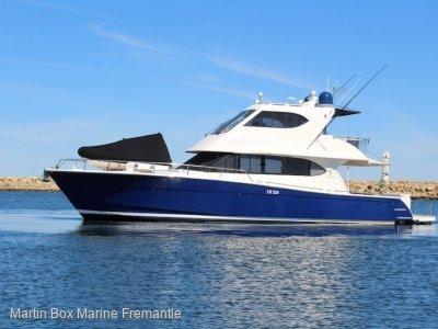 Maritimo 52 with Hydraulic Platform
