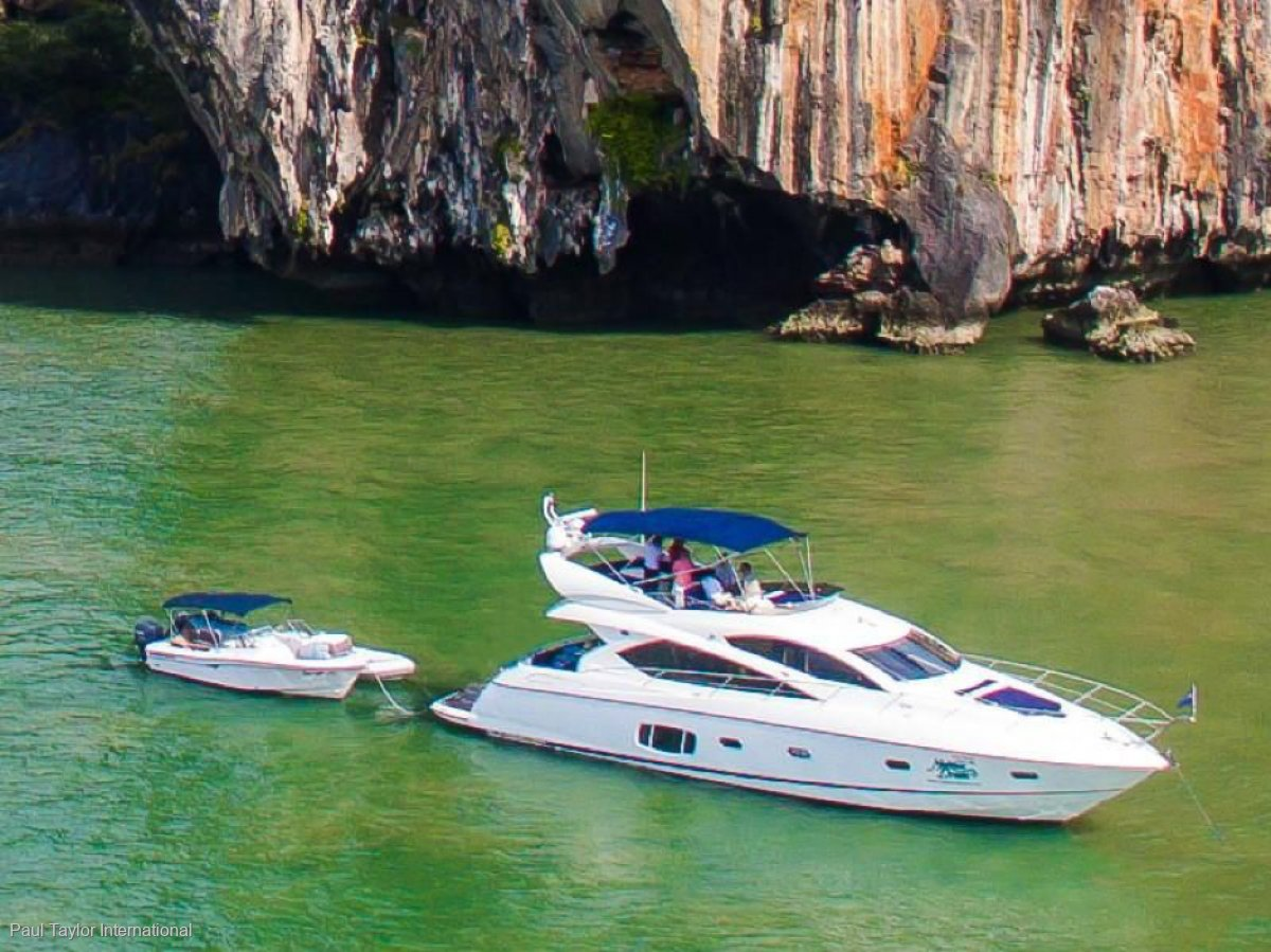 Sunseeker Manhattan 60 2009 Flybridge - 900HP CAT C15 Diesel Engines
