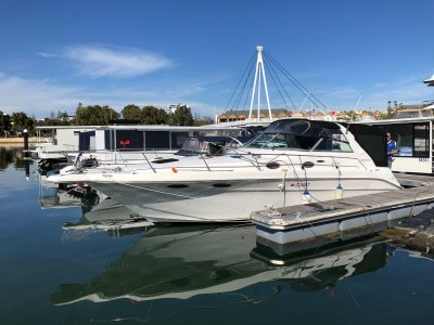 "Sea Ray 330 Sundancer DLX -Twin tunnelled Drive Shafts- ""Holidaze"""