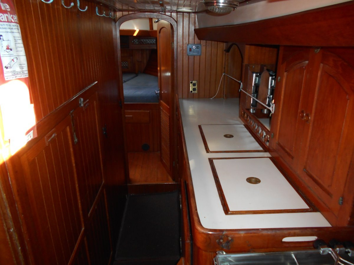 Young Sun 43 SERIOUS OFFSHORE CRUISER. MUST SELL!!