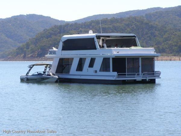 Houseboat Holiday Home on Lake Eildon, Vic.:Diesel on Lake Eildon