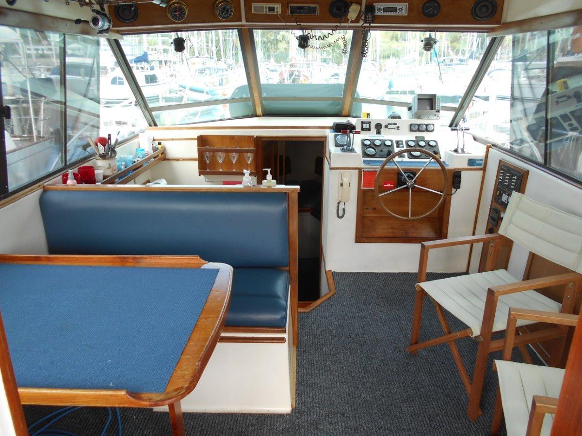 Riviera 32 Flybridge Good Original Condition, MOTIVATED VENDOR