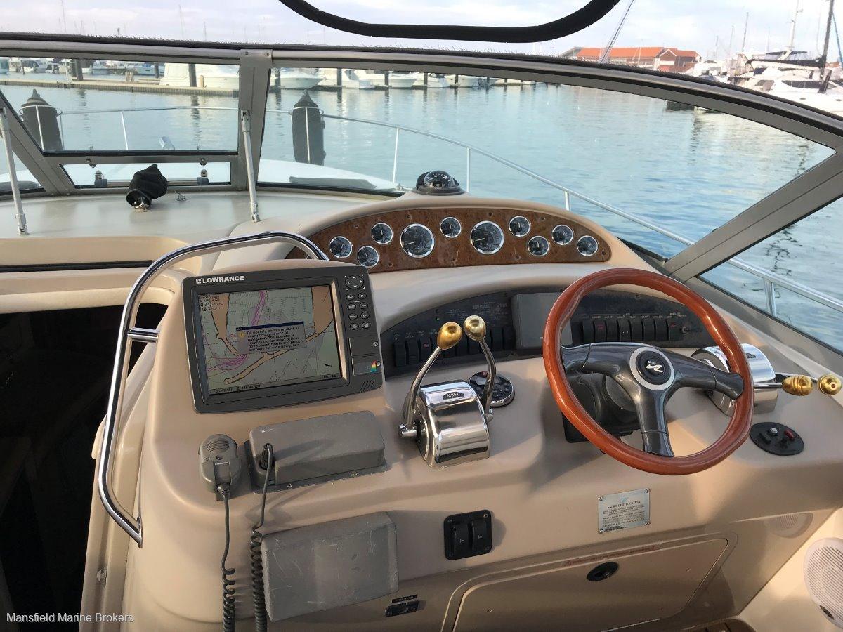Sea Ray 365 Sundancer:Nice dash