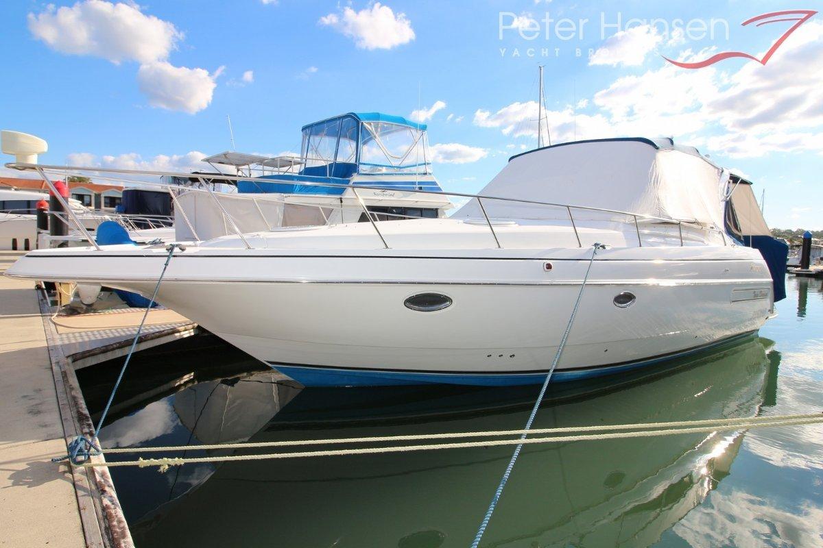 Cruisers Yachts 3575 Esprit Express Cruiser