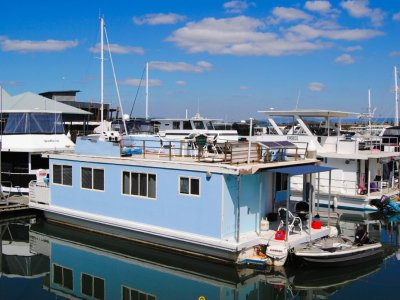 Bridgedeck House Boat