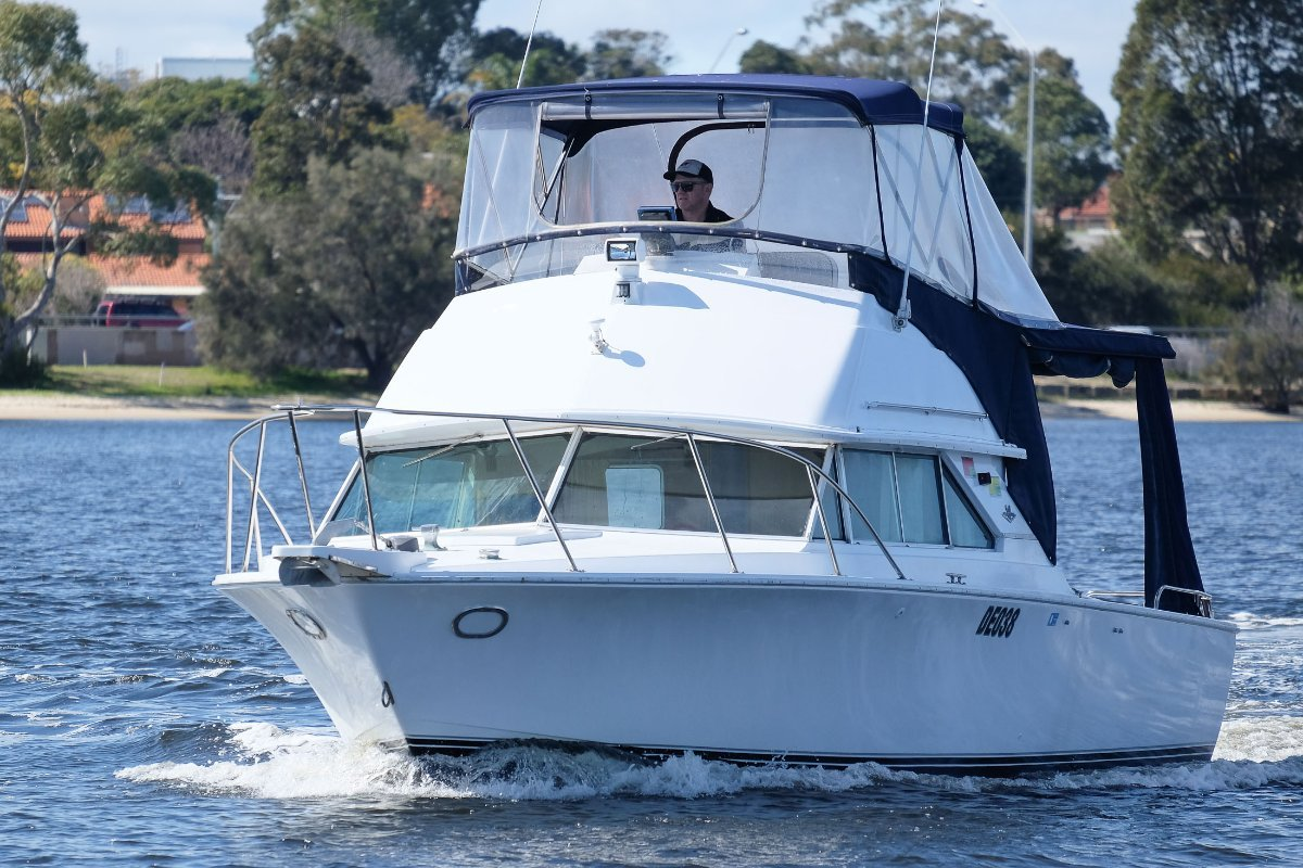 Bertram 28 Flybridge - Great fishing, diving and Rotto boat - SOLD!!
