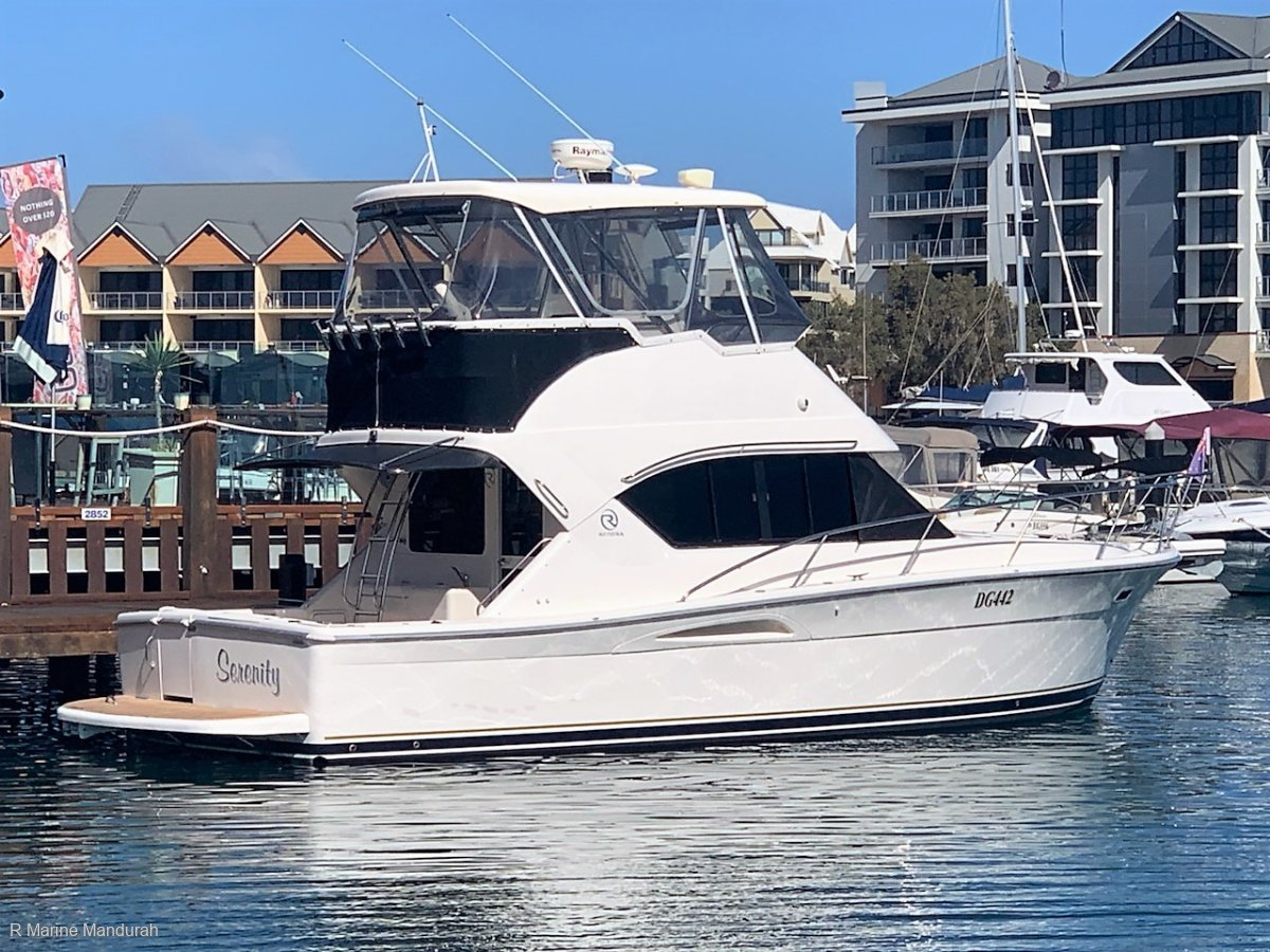 Riviera 3350 Flybridge ***THOUSANDS IN UPGRADES*** $209,990***