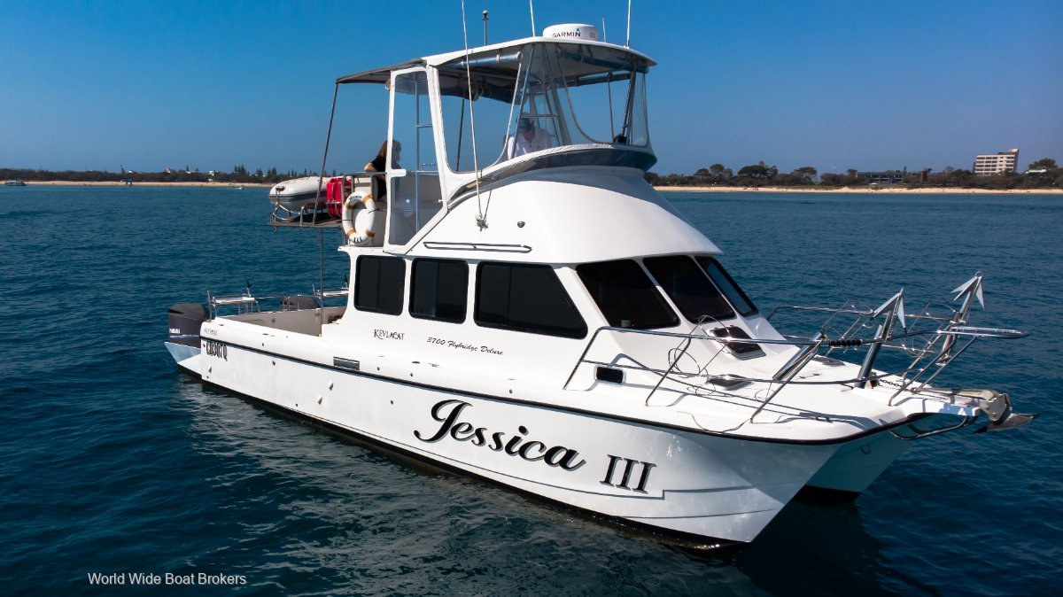 Kevlacat 3700 Flybridge Deluxe - Excellent condition with 2x new V8 350hp Yamahas