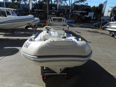 Avon 320 Seasport Jet side console