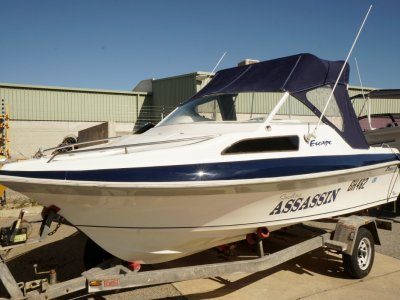 Freedom 5.30 Escape Half Cabin (Owner wants this sold this weekend be quick)