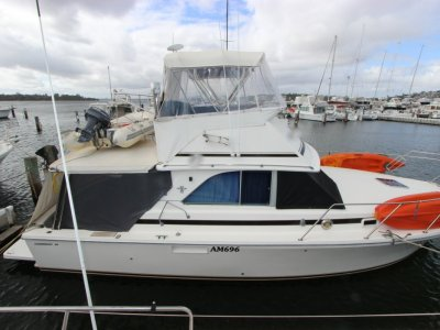 Bertram 34 Flybridge Cruiser